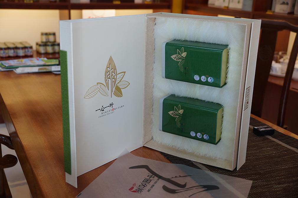 张家界茗茶三合口绿茶鲜茶树叶姊妹峰一心一叶精品礼盒250g装包邮